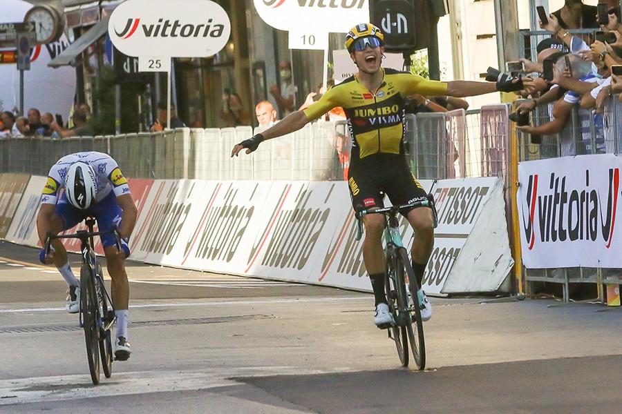 Van Aert wint ook Milaan-San Remo
