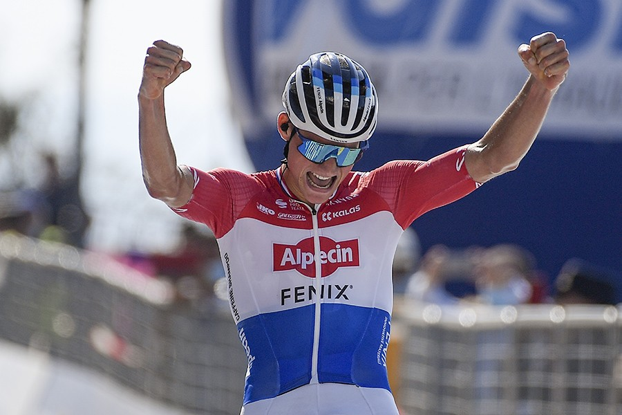 Van der Poel wint in Tirreno-Adriatico