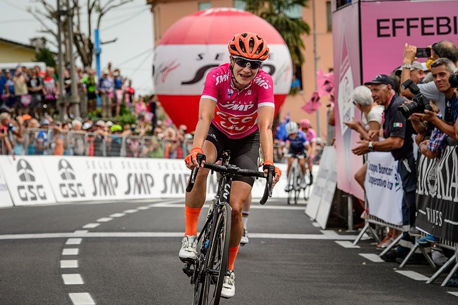 Vos wint haar derde in Giro Rosa