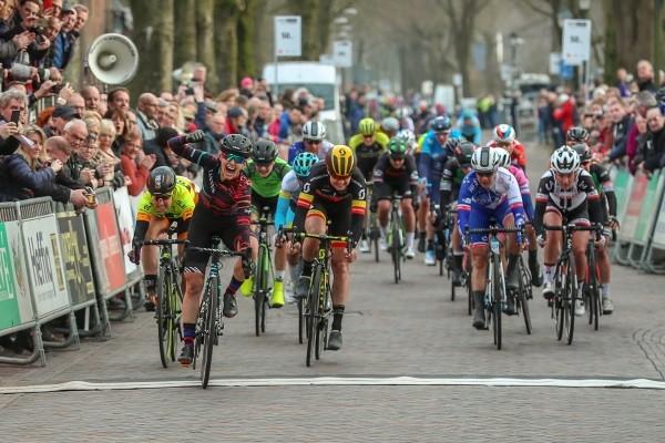 Prima start voor vrouwenwedtrijd Veenendaal Classic