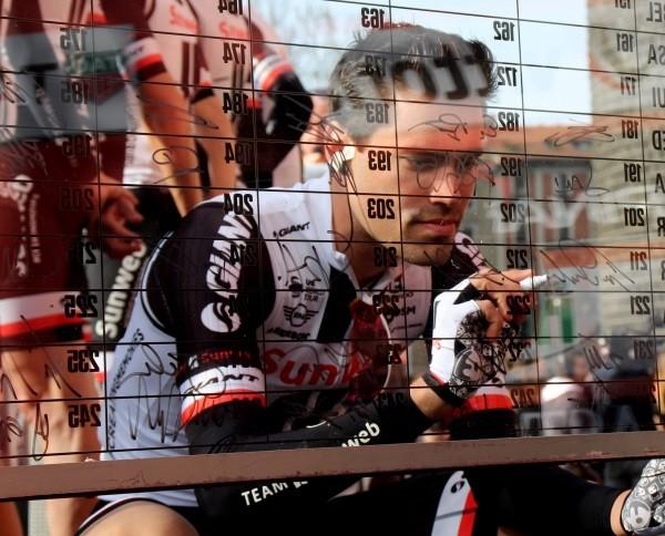 Dumoulin rijdt richting podium in Tour de France