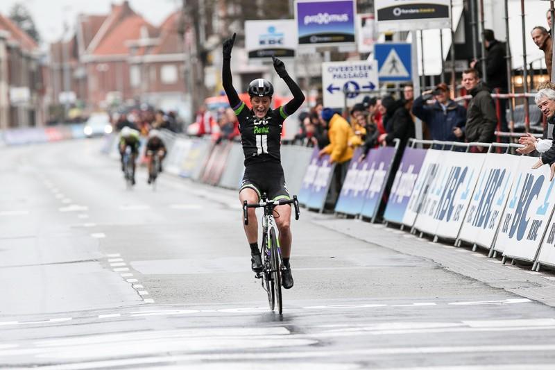 Mackaij wint Gent-Wevelgem vrouwen (+video)