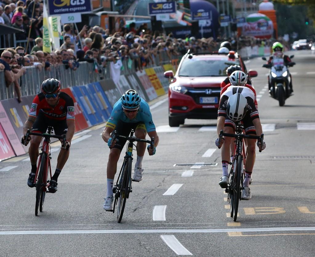 Sam Oomen elfde in Ronde van Lombardije