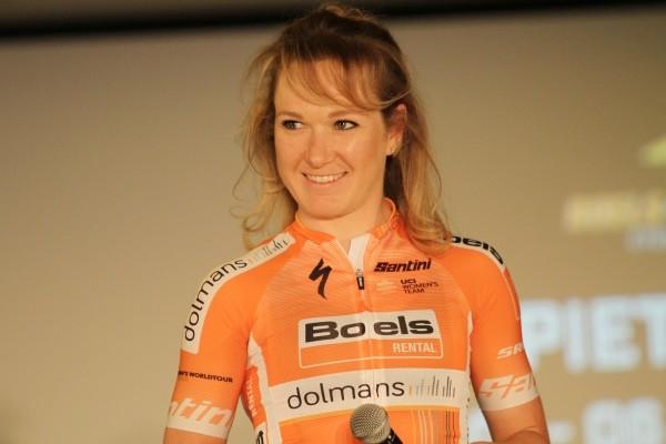 Pieters en Vollering van voren in Women's Tour