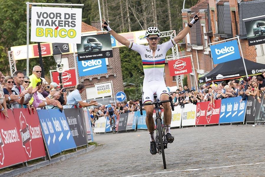 Van Aert wint cross Geraardsbergen