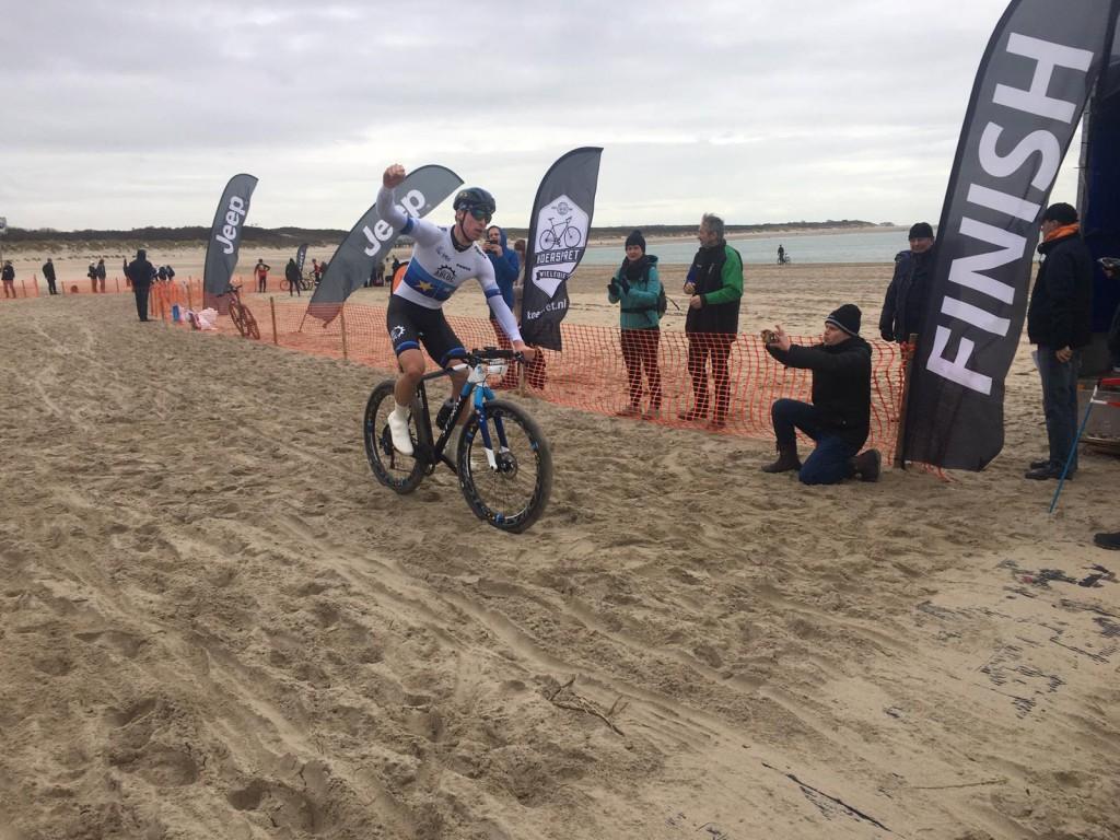 Slik en Van Gogh winnen NK Strandrace