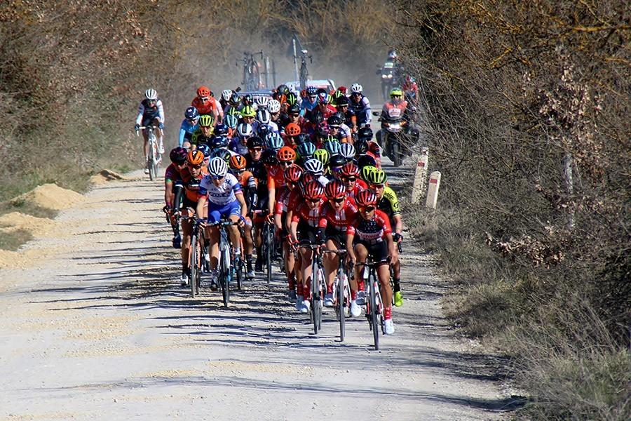 Deze Nederlandse vrouwen rijden Strade Bianche