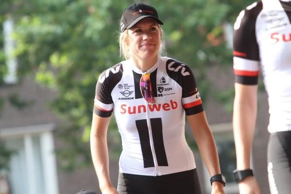 Ellen van Dijk wint Dwars door Vlaanderen
