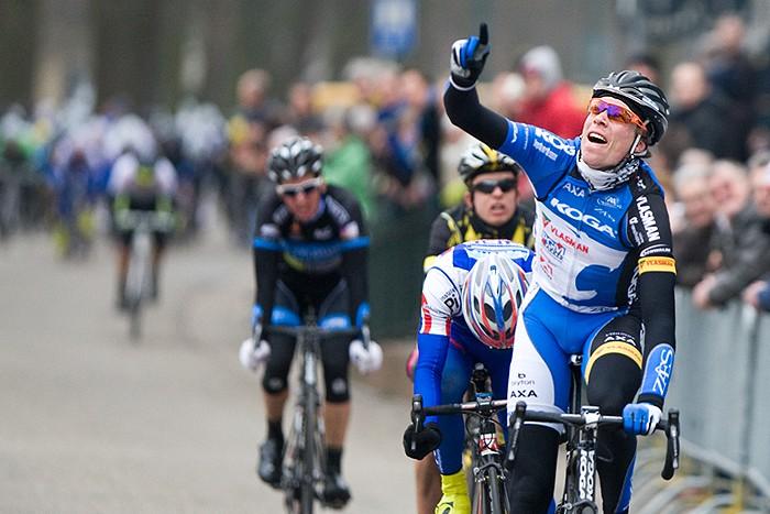 Bart van Haaren wint Omloop van de Houtse Linies