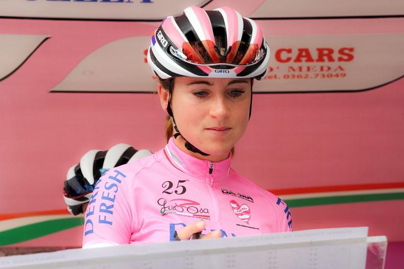 Van Vleuten verliest roze in Toscane