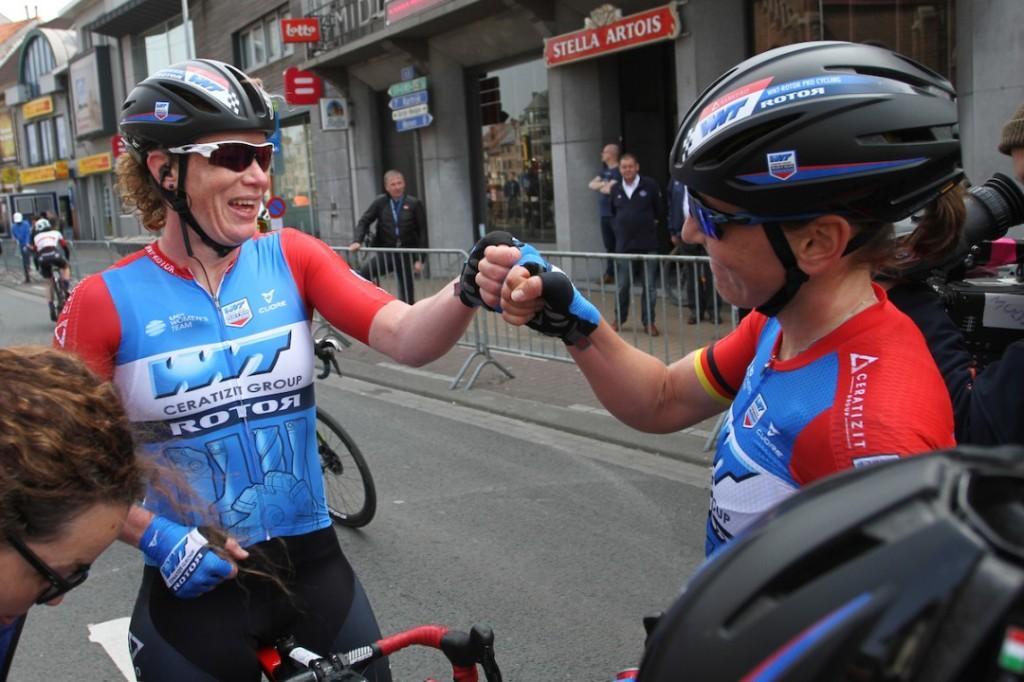 Vierende renners moeten afstand houden van UCI
