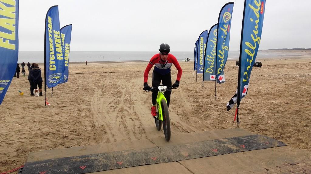 Ronan van Zandbeek sterkste in Strandrace Boelies