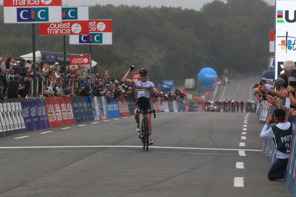 Van der Breggen wint in Plouay