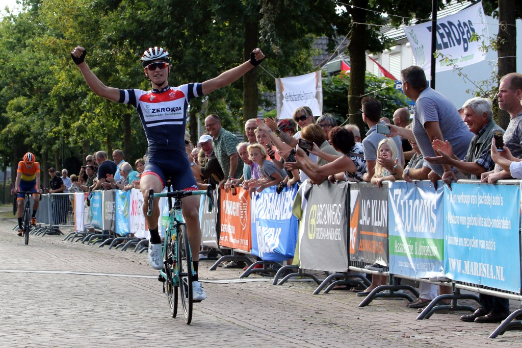 Van Veenendaal wint Omloop van Hil en Moer