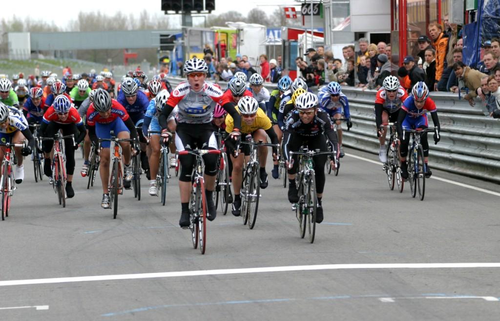 Retro: vrouwen fietsten eerder op TT-circuit