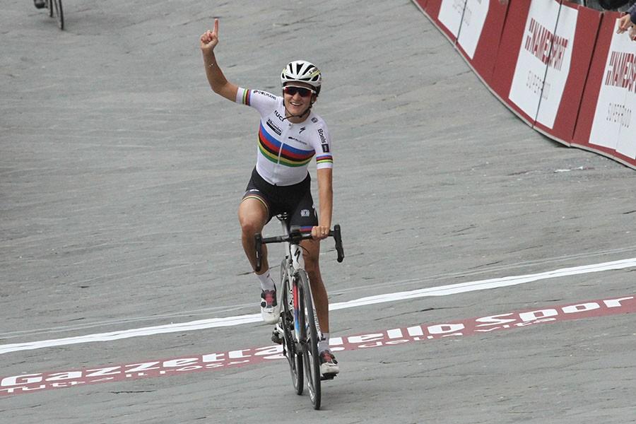 Armitstead wint Strade Bianche vrouwen
