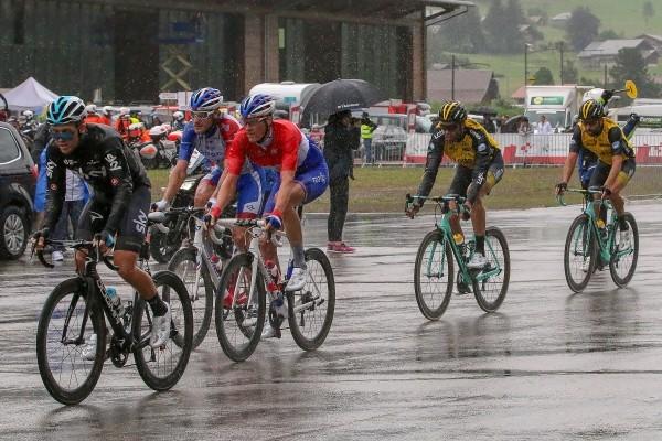 Jensen wint in Zwitserland na kletsnatte etappe