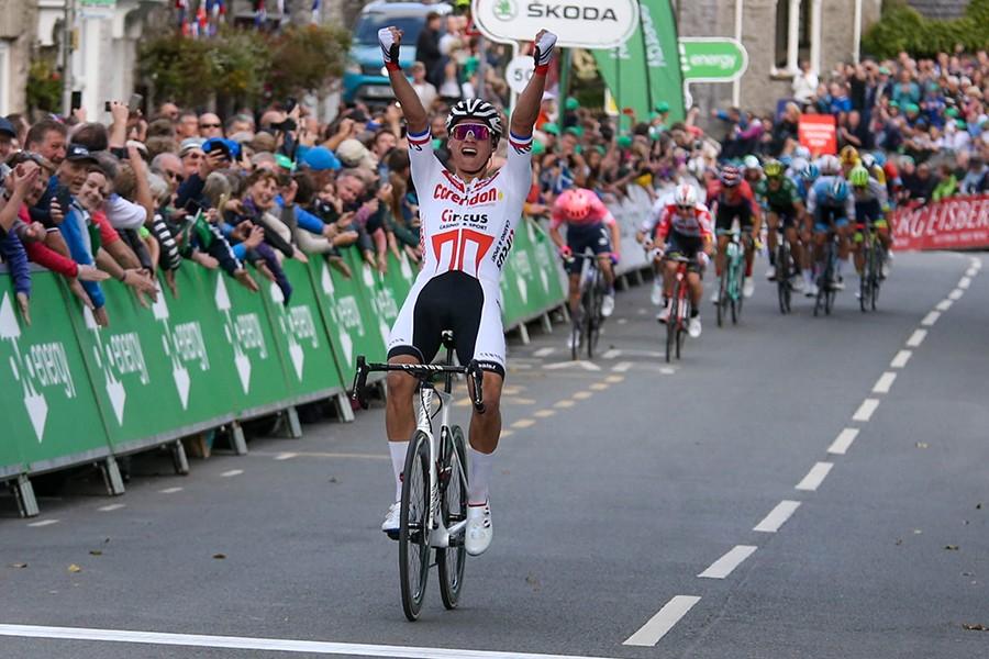 Van der Poel imponeert met ritzege Tour of Britain