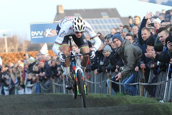 Van der Poel wint Azencross Loenhout