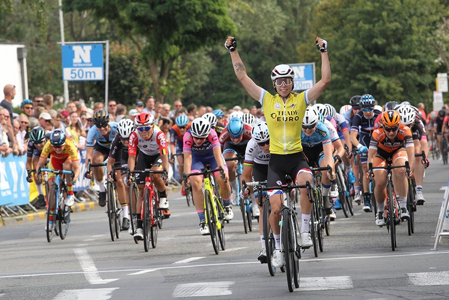 Wiebes slaat slag in slotrit BeNe Ladies Tour