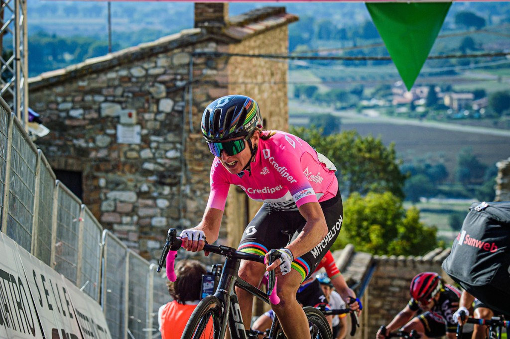 Van Vleuten behoudt roze in Giro Rosa