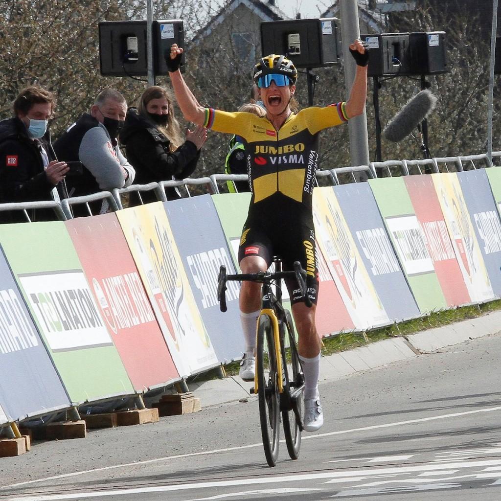 Vos wint in de Giro Donne