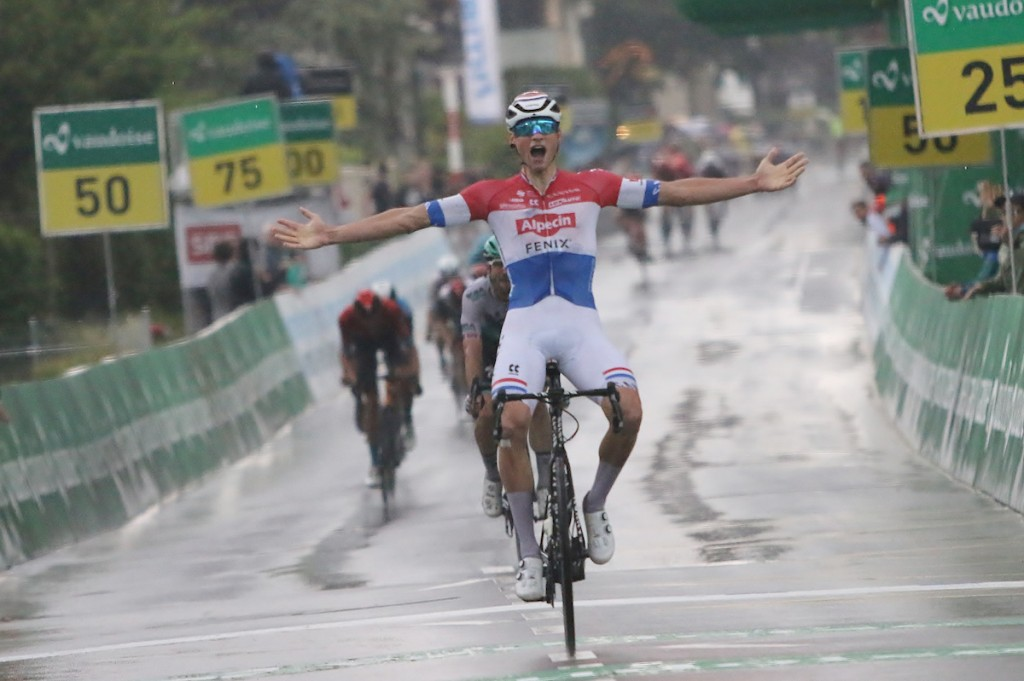 Van der Poel sprint naar winst in Zwitserland