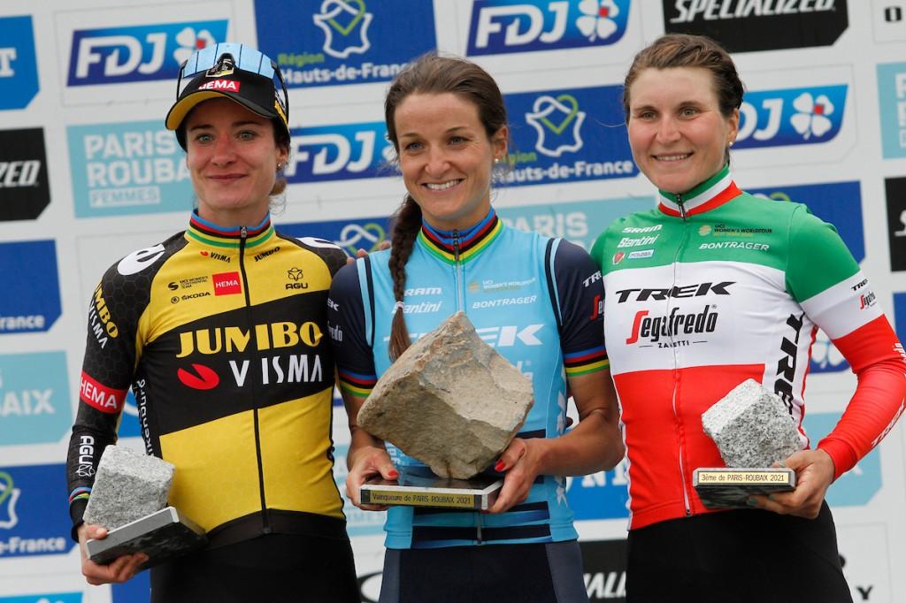 Vos op podium in eerste Parijs-Roubaix vrouwen