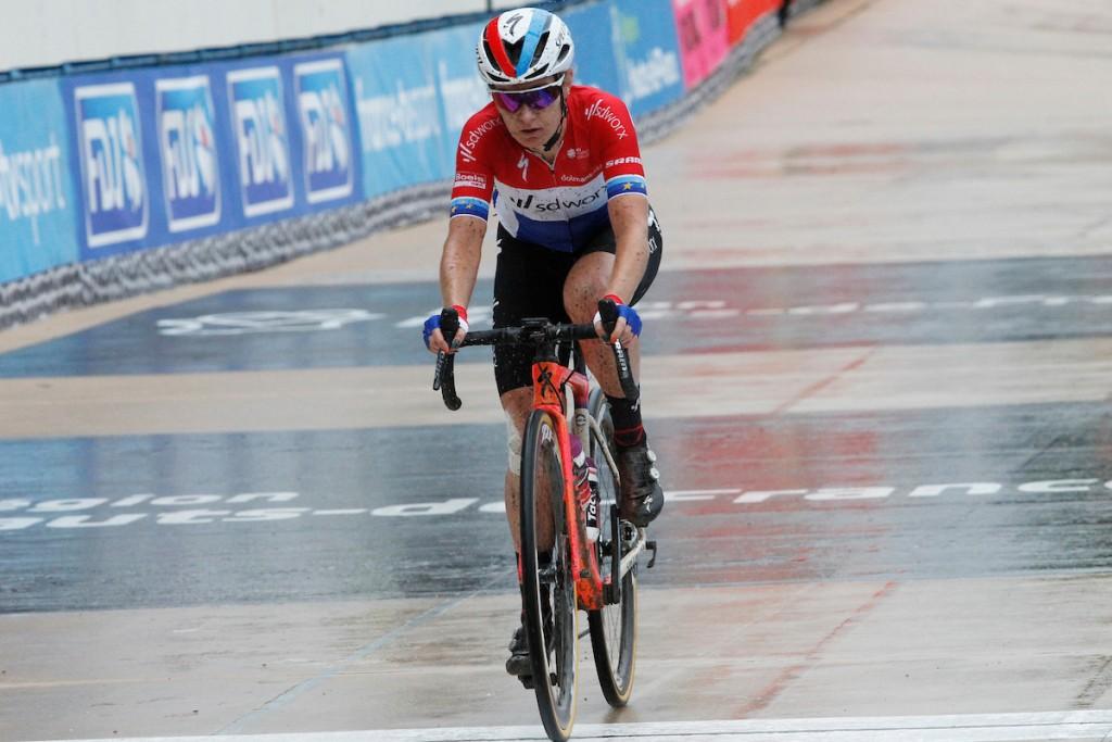 Pieters zegeviert in Women's Tour
