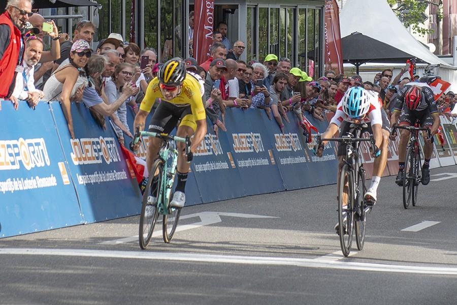 Roglic houdt stand in Tour de Romandie