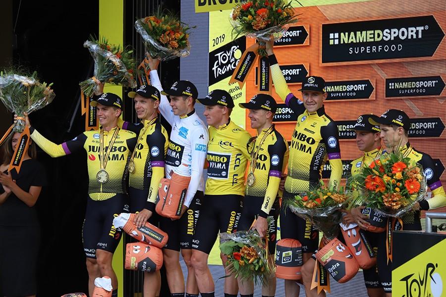 Jumbo-Visma wint ploegentijdrit in Tour