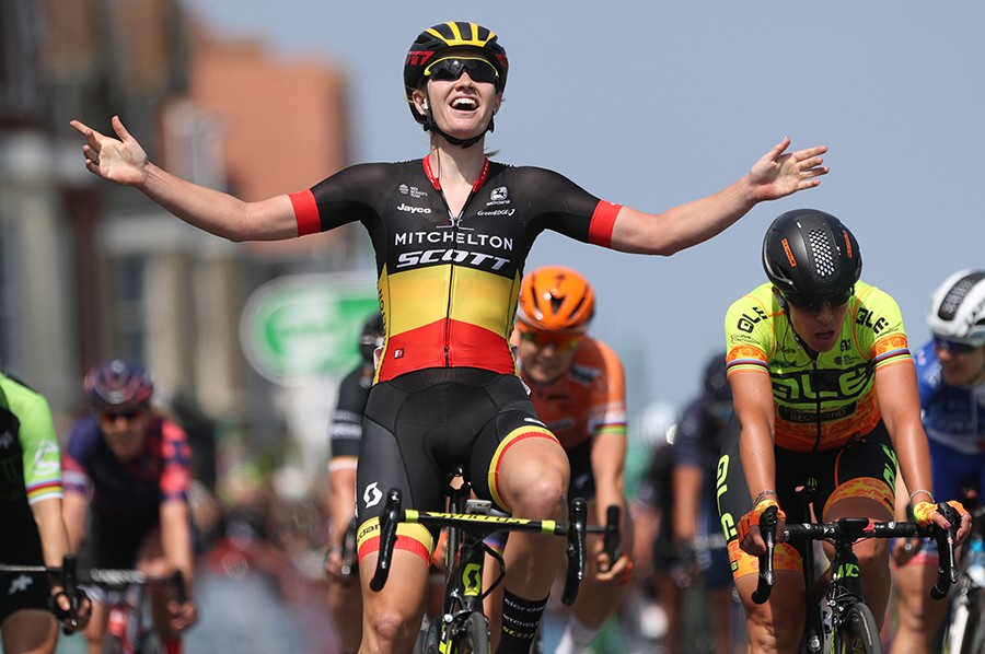 D'hoore wint openingsetappe Women's Tour