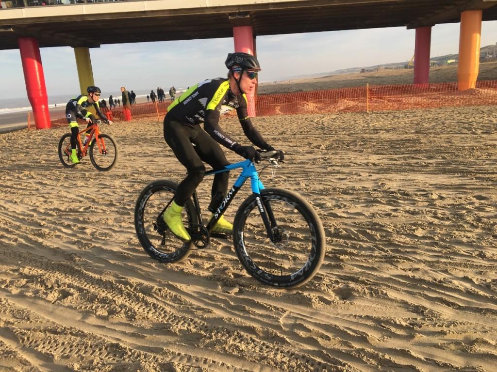 Ivar Slik snelt naar overwinning in Duin tot Duin Race