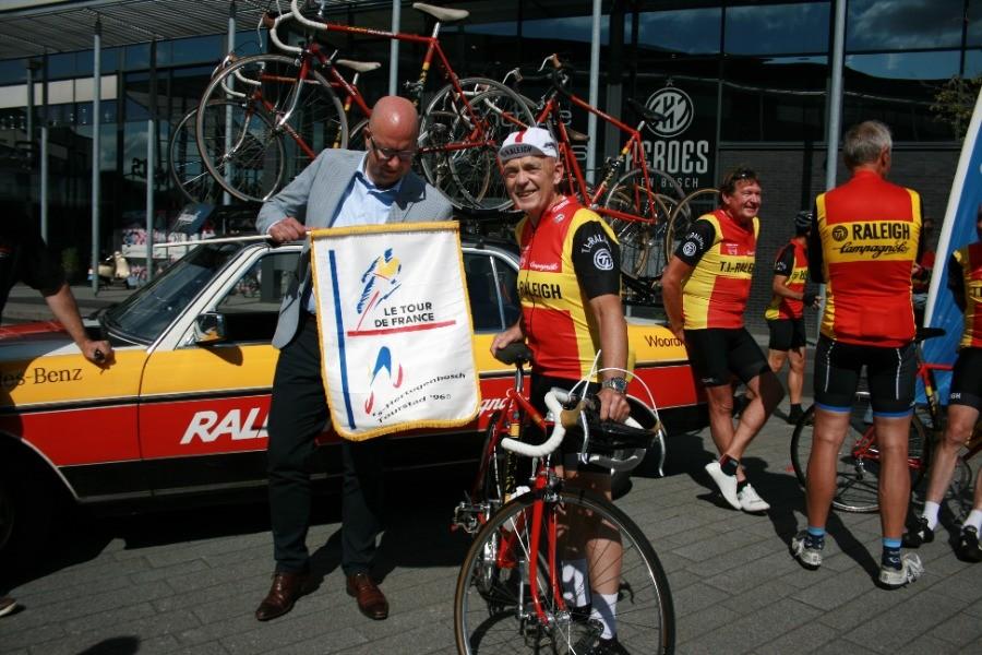 Oud-profs TI-Raleigh fietsen voor goede doel