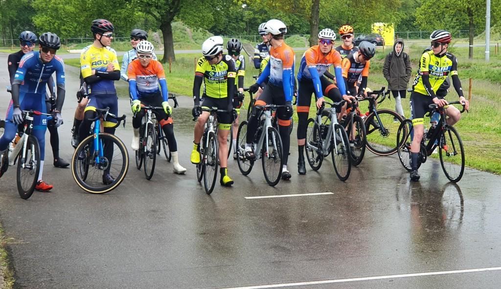 Nederlandse wielrennen start weer op