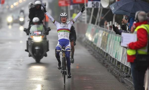 Vos klopt Van Dijk in Boels Ronde van Drenthe